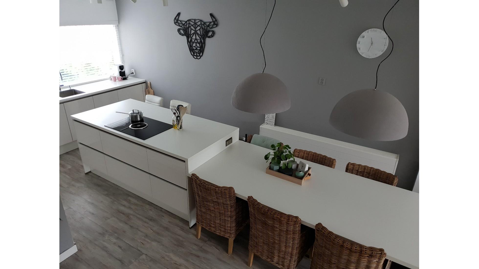 Concordia keuken bad case hoogglans witte keuken