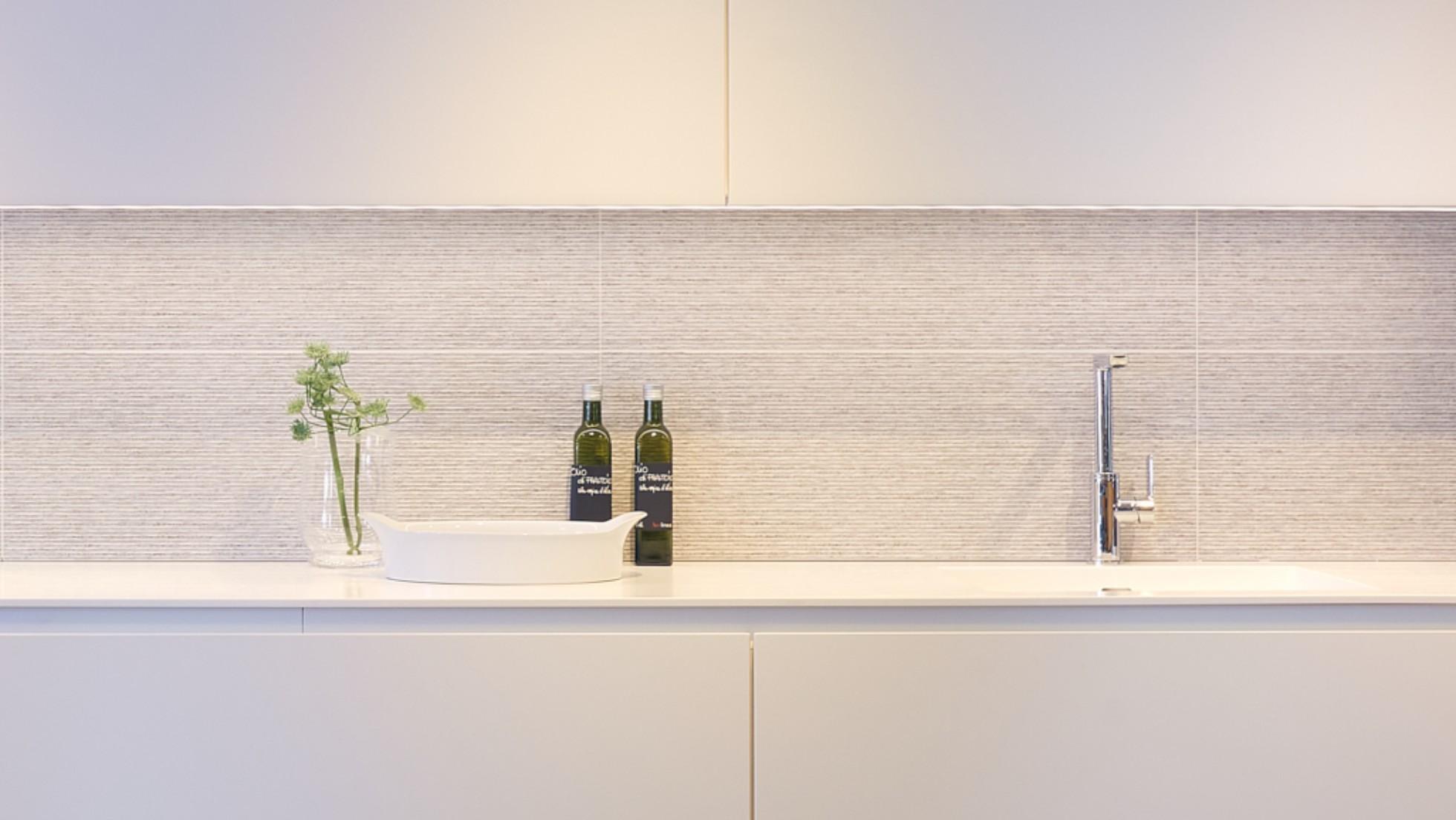 Strakke Witte Keuken : Concordia keuken & bad keukens strak witte greeploze keuken